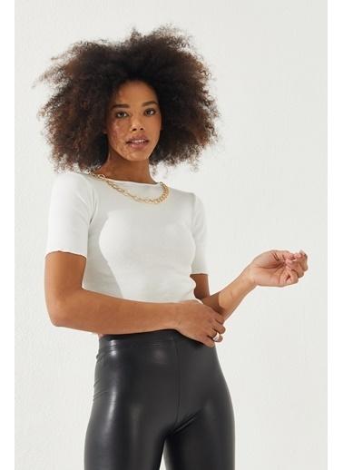 Reyon REYON Kadın Kolye Aksesuarlı Kısa Kol Bluz Beyaz Beyaz